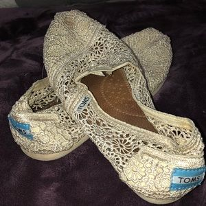 White lace toms